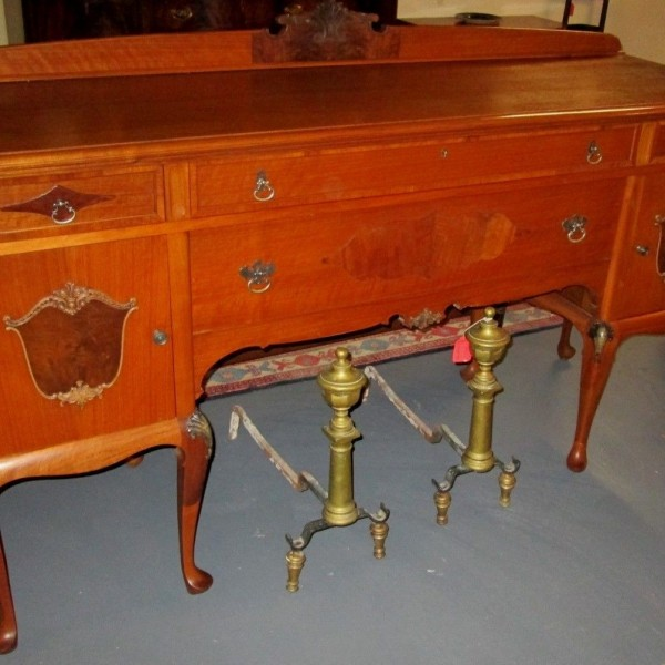 FINE ANTIQUE COLONIAL STYLE SIDEBOARD BY SKANDIA FURNITURE